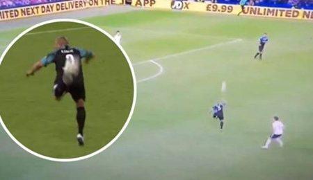 Vamos recordar o passe incrível de calcanhar que Roberto Carlos fez