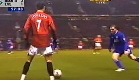 A forma como Wayne Rooney introduziu Cristiano Ronaldo à Premier League, em 2003, foi abismal